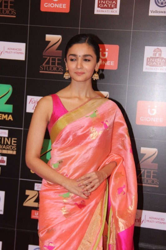 Alia Bhatt,actress Alia Bhatt,Alia Bhatt at Zee Cine Awards,Alia Bhatt at Zee Cine Awards 2017,Fair and Lovely Zee Cine Awards 2017,Zee Cine Awards 2017,Zee Cine Awards,Zee Cine Awards pics,Zee Cine Awards images,Zee Cine Awards photos,Zee Cine Awards sti