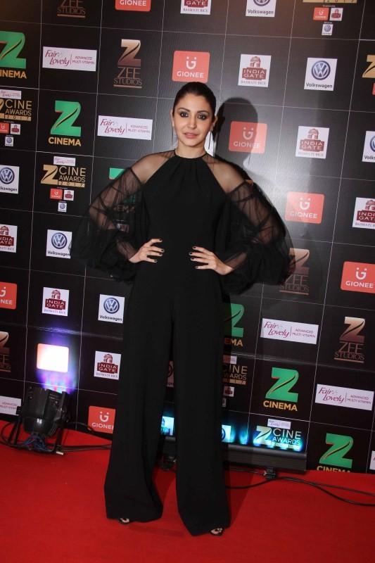 Anushka Sharma,actress Anushka Sharma,Anushka Sharma at Zee Cine Awards 2017,Anushka Sharma at Zee Cine Awards,Fair and Lovely Zee Cine Awards 2017,Zee Cine Awards 2017,Zee Cine Awards,Zee Cine Awards pics,Zee Cine Awards images,Zee Cine Awards photos,Zee