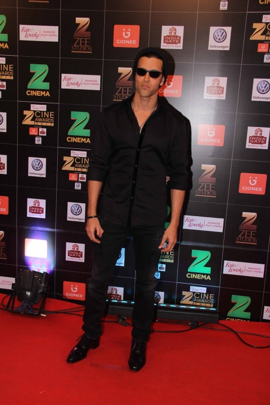 Hrithik Roshan,actor Hrithik Roshan,Hrithik Roshan at Zee Cine Awards 2017,Hrithik Roshan at Zee Cine Awards,Fair and Lovely Zee Cine Awards 2017,Zee Cine Awards 2017,Zee Cine Awards,Zee Cine Awards pics,Zee Cine Awards images,Zee Cine Awards photos,Zee C