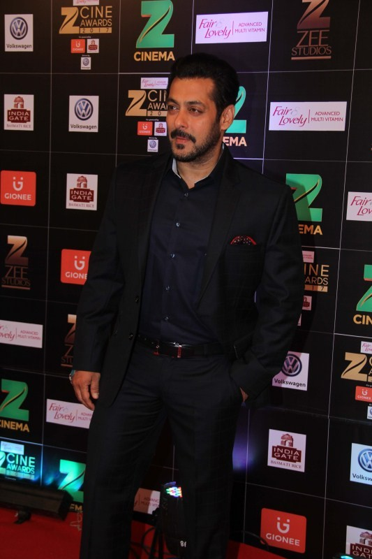 Salman Khan,Salman Khan spotted at Zee Cine Awards 2017,Salman Khan at Zee Cine Awards 2017,Salman Khan at Zee Cine Awards,Fair and Lovely Zee Cine Awards 2017,Zee Cine Awards 2017,Zee Cine Awards,Zee Cine Awards pics,Zee Cine Awards images,Zee Cine Award