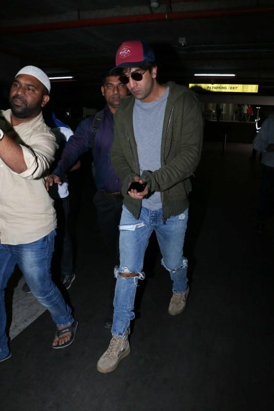 Ranbir Kapoor spotted at airport,Ranbir Kapoor at Mumbai airport,Ranbir Kapoor at airport,Ranbir Kapoor,actor Ranbir Kapoor,Ranbir Kapoor latest pics,Ranbir Kapoor latest images,Ranbir Kapoor latest photos,Ranbir Kapoor latest stills,Ranbir Kapoor latest