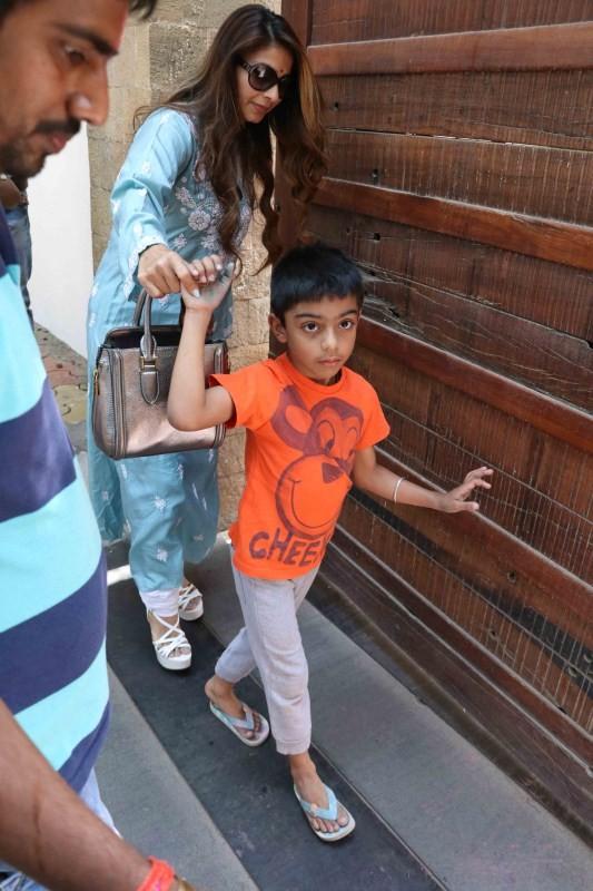 Tanishaa Mukerji,actress Tanishaa Mukerji,Tanishaa Mukerji at Ajay Devgan house,Ajay Devgan,Ajay Devgan house,Tanishaa Mukerji pics,Tanishaa Mukerji images,Tanishaa Mukerji photos,Tanishaa Mukerji stills,Tanishaa Mukerji pictures