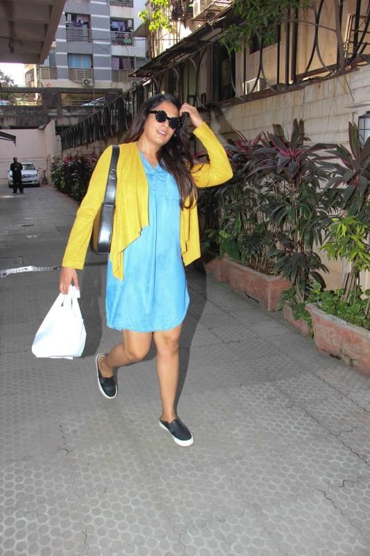 Richa Chadda,Richa Chadda spotted at Bandra,Richa Chadda at Bandra,actress Richa Chadda,Richa Chadda pics,Richa Chadda images,Richa Chadda photos,Richa Chadda stills,Richa Chadda pictures