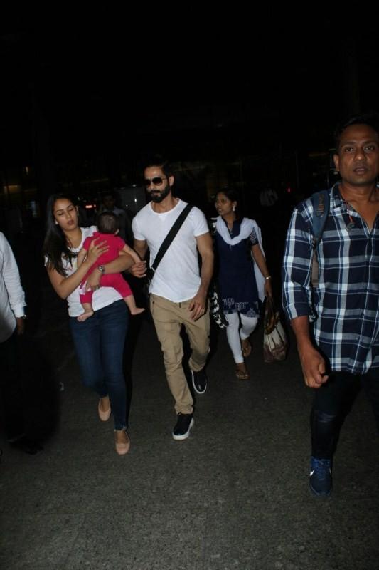 Shahid Kapoor,Mira Rajput,Shahid Kapoor and Mira Rajput,Shahid Kapoor with his baby,Misha,Mira Rajput with baby