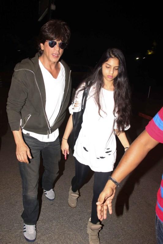 Shah Rukh Khan,Shah Rukh Khan with Suhana,Suhana Khan,SRK,Shah Rukh Khan spotted with daughter,Shah Rukh Khan at airport,Shah Rukh Khan spotted at airport
