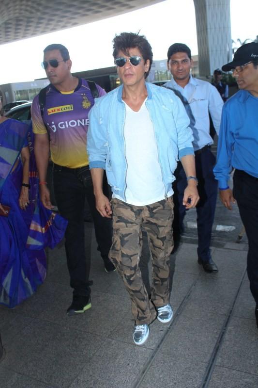 Shah Rukh Khan,Kolkata Knight Riders,KKR,Bengaluru,Shah Rukh Khan spotted at Airport,Shah Rukh Khan at Airport,SRK spotted at Airport,SRK at Airport