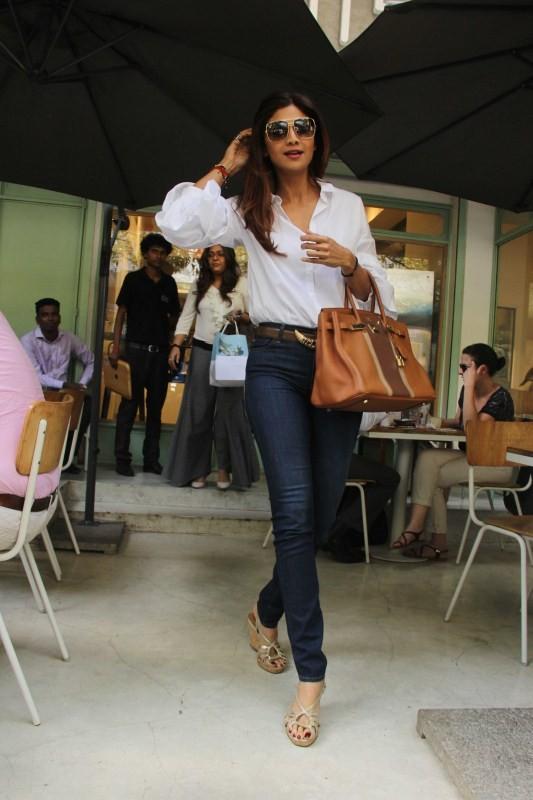 Shilpa Shetty,actress Shilpa Shetty,Shilpa Shetty spotted at Kitchen Garden in Bandra,Shilpa Shetty spotted at Kitchen Garden,Shilpa Shetty at Kitchen Garden,Kitchen Garden