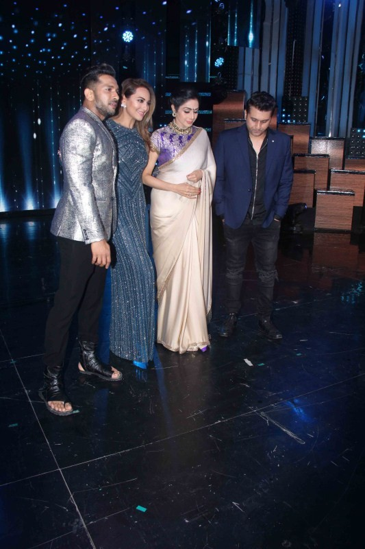 Sridevi Kapoor and Sonakshi Sinha,Sridevi Kapoor,Sonakshi Sinha,Sridevi on the sets of Nach Baliye Season 8,Nach Baliye Season 8,Nach Baliye Season 8 on the sets