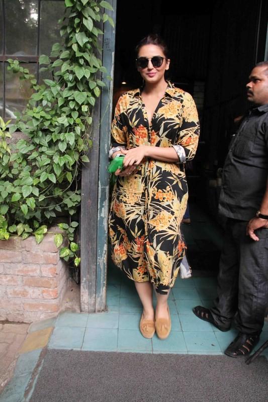 Huma Qureshi,actress Huma Qureshi,Huma Qureshi spotted at Pali Village Cafe,Huma Qureshi spotted at Korner house