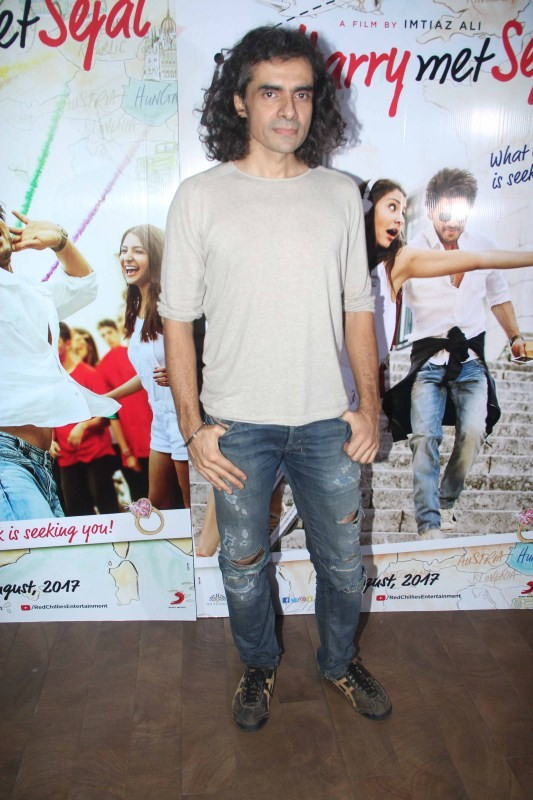 Shah Rukh Khan and Imtiaz Ali,Shah Rukh Khan,Imtiaz Ali,Anupama Chopra,Jab Harry Met Sejal mini trailer launch,Jab Harry Met Sejal trailer launch,Jab Harry Met Sejal trailer launch pics,Jab Harry Met Sejal trailer launch images,Jab Harry Met Sejal trailer