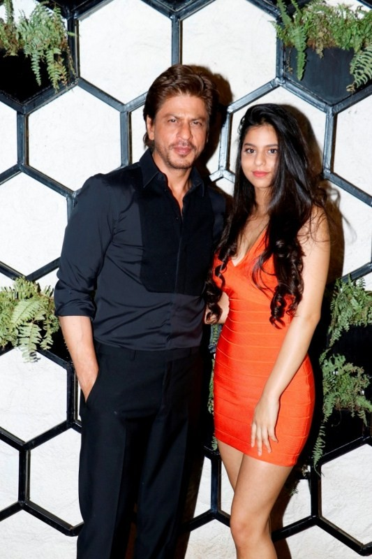 Shah Rukh Khan,Suhana,Gauri Khan,Gauri Khan restaurant,SRK,Shah Rukh Khan with daughter Suhana,Shah Rukh Khan with his daughter Suhana
