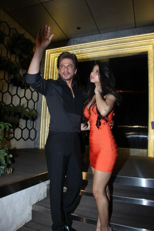 Shah Rukh Khan,Suhana,Gauri Khan,Gauri Khan restaurant,SRK,Shah Rukh Khan with daughter Suhana,Shah Rukh Khan with his daughter Suhana