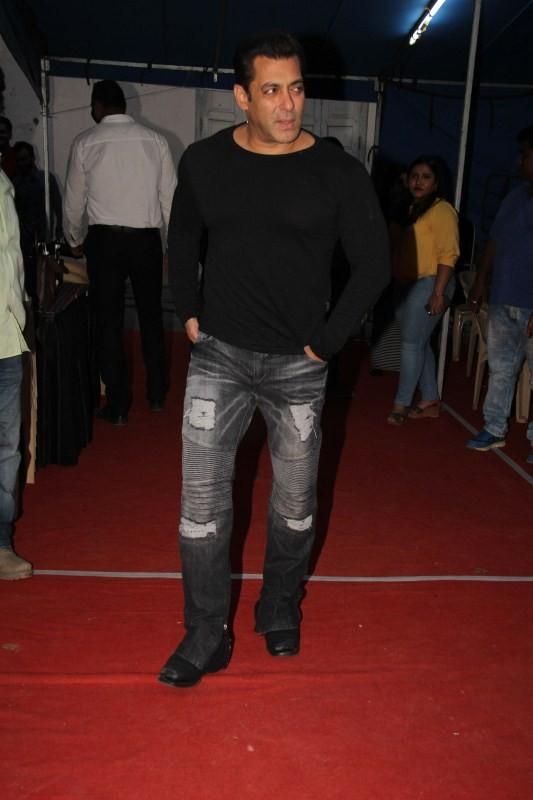 Tubelight,Salman Khan,Salman Khan at Mehboob Studio,Mehboob Studio,Salman Khan new pics,Salman Khan new images,Salman Khan new stills,Salman Khan new pictures,Salman Khan new photos