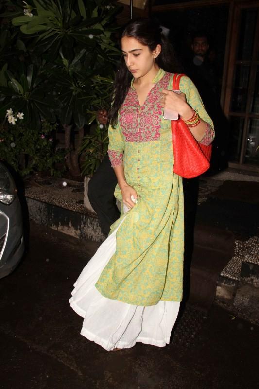 Sara Ali Khan,Sara Ali Khan at Bandra,Sara Ali Khan spotted at Bandra,Sara Ali Khan snapped at Bandra,Saif Ali Khan's daughter Sara