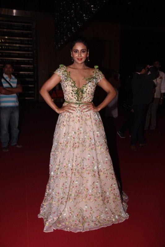 Parul Yadav,actress Parul Yadav,Parul Yadav at SIIMA Awards 2017,Parul Yadav at SIIMA Awards,Parul Yadav at SIIMA Awards 2017,SIIMA Awards 2017,SIIMA Awards