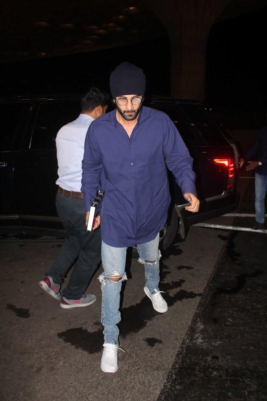 Ranbir Kapoor and Katrina Kaif,Ranbir Kapoor,Katrina Kaif,Ranbir Kapoor spotted at airport,Katrina Kaif spotted at airport,Ranbir Kapoor at airport,Katrina Kaif at airport