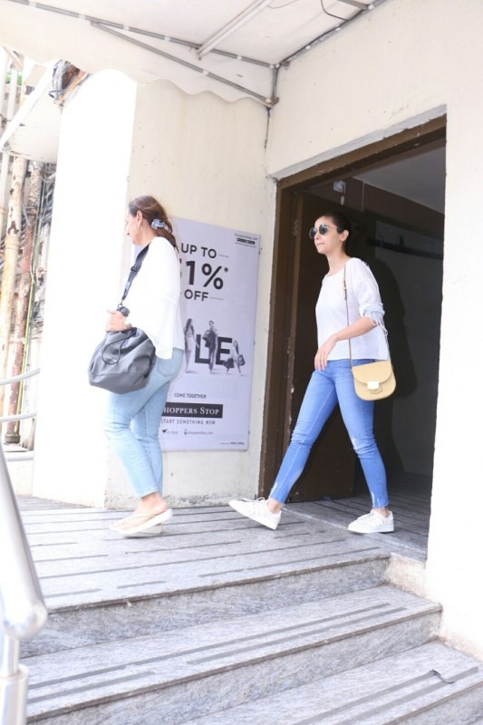 Alia Bhatt,actress Alia Bhatt,Alia Bhatt spotted with her mom,Alia Bhatt mom,Alia Bhatt pics