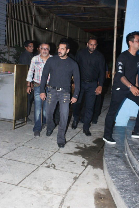 Salman Khan,actor Salman Khan,Salman Khan snapped at Arbaaz Khan birthday bash,Arbaaz Khan birthday bash,Arbaaz Khan birthday bash pics,Arbaaz Khan birthday bash images,Arbaaz Khan birthday bash stills,Arbaaz Khan birthday bash pictures,Arbaaz Khan birthd