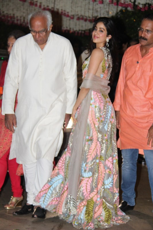 Sridevi,Sridevi daughter,Mukesh Ambani's bash,Ganesh Chaturathi Celebrations,Jhanvi,jhanvi kapoor,jhanvi kapoor photos