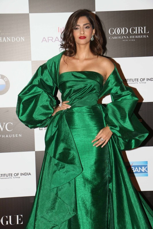 Sonam Kapoor,Aditi Rao Hydari,Anushka Sharma,Vogue Women of the Year Awards 2017,Celebs at Vogue Women of the Year Awards 2017,Vogue Women of the Year Awards