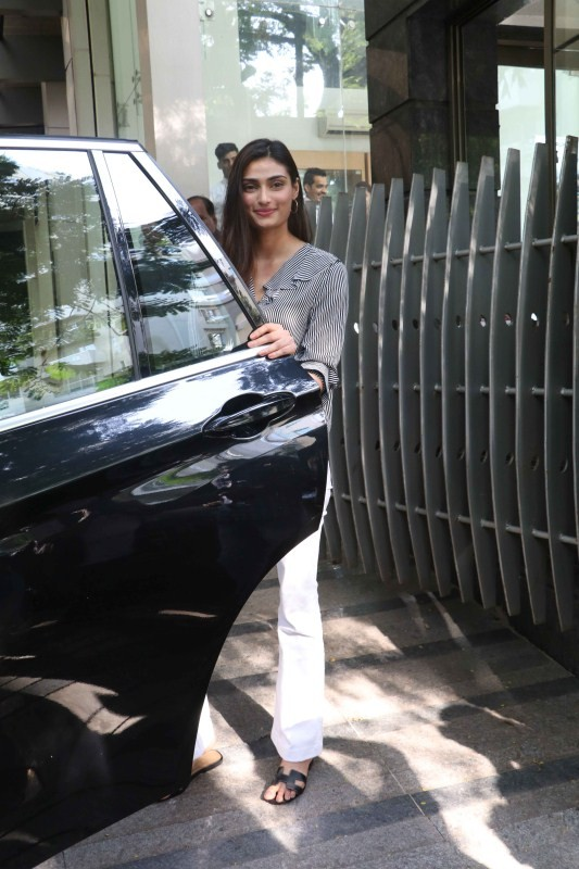 Athiya Shetty,Athiya Shetty visited Ashutosh Gowariker office,Athiya Shetty at Ashutosh Gowariker office,Ashutosh Gowariker office,Ashutosh Gowariker