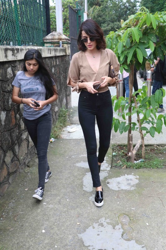 Mandana Karimi,actress Mandana Karimi,Mandana Karimi spotted at Bandra,Mandana Karimi snapped at Bandra