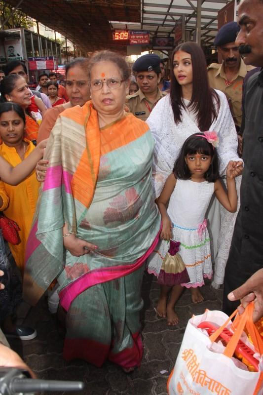 Aishwarya Rai Bachchan,Aishwarya Rai,Aishwarya Rai Bachchan visits Siddhivinayak temple,Aishwarya Rai visits Siddhivinayak temple,Aishwarya Rai Bachchan and Aaradhya,Aishwarya Rai and Aaradhya,Aaradhya,Aaradhya bachchan