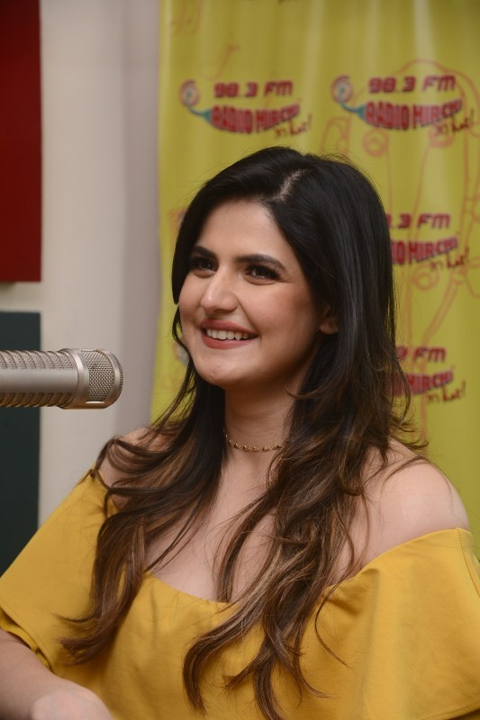 Zarine Khan,actress Zarine Khan,Zarine Khan promotes Aksar 2,Aksar 2,Aksar 2 promotion,Aksar 2 movie promotion,Aksar 2 at Radio Mirchi,Zarine Khan at Radio Mirchi