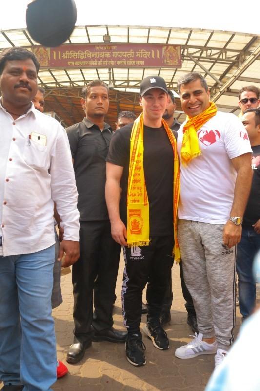 DJ Hardwell,DJ Hardwell at Siddhivinayak temple,Siddhivinayak temple