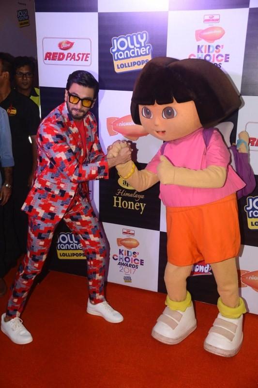 Alia Bhatt,Ranveer Singh,Varun Dhawan,2017 Nickelodeon Kids' Choice Awards,Nickelodeon Kids' Choice Awards,Nickelodeon Kids' Choice Awards 2017,Kriti Sanon