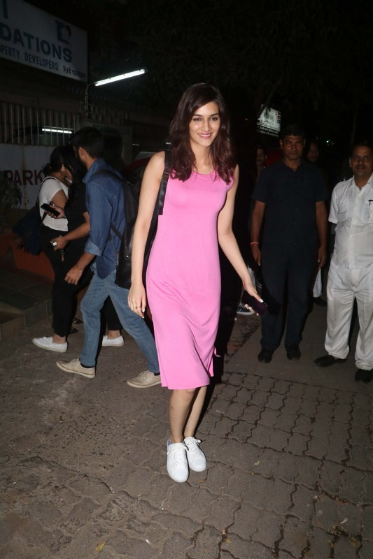 Kriti Sanon,actress Kriti Sanon,Kriti Sanon at Smoke House Cafe,Smoke House Cafe,Kriti Sanon pics,Kriti Sanon images,Kriti Sanon stills,Kriti Sanon pictures,Kriti Sanon photos