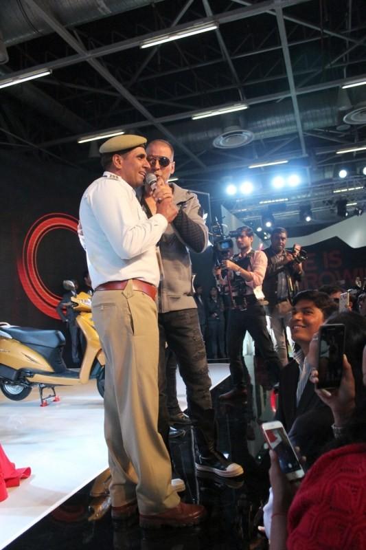 Akshay Kumar,actor Akshay Kumar,Akshay Kumar at Auto Expo 2018,Auto Expo 2018,Honda RC213V,Activa 5G,Honda X-Blade
