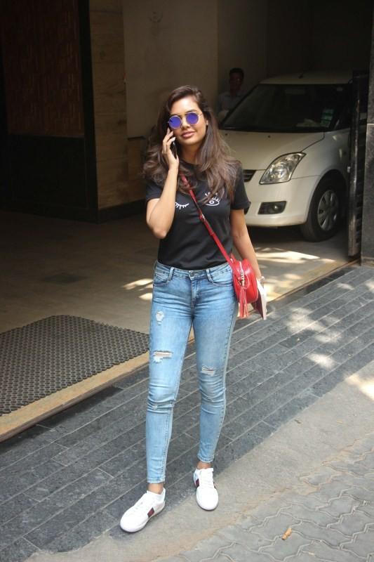 Esha Gupta,actress Esha Gupta,Esha Gupta pics,Esha Gupta images,Esha Gupta wallpapers,Bollywood celebs,Celebs pics