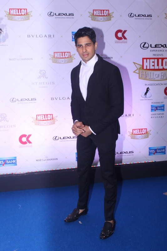 Sidharth Malhotra,Karan Johar,Kriti Sanon,Pooja Hegde,Hello Hall of Fame Awards 2018,Hello Hall of Fame Awards 2018 pics,Hello Hall of Fame Awards 2018 images,Celebs at Hello Hall of Fame Awards 2018