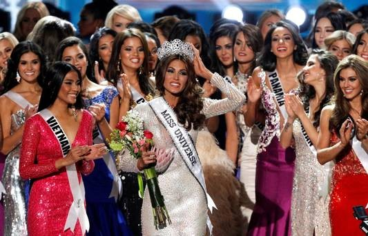 Miss Universe 2013 Gabriela Isler of Venezuela along with other contestants.