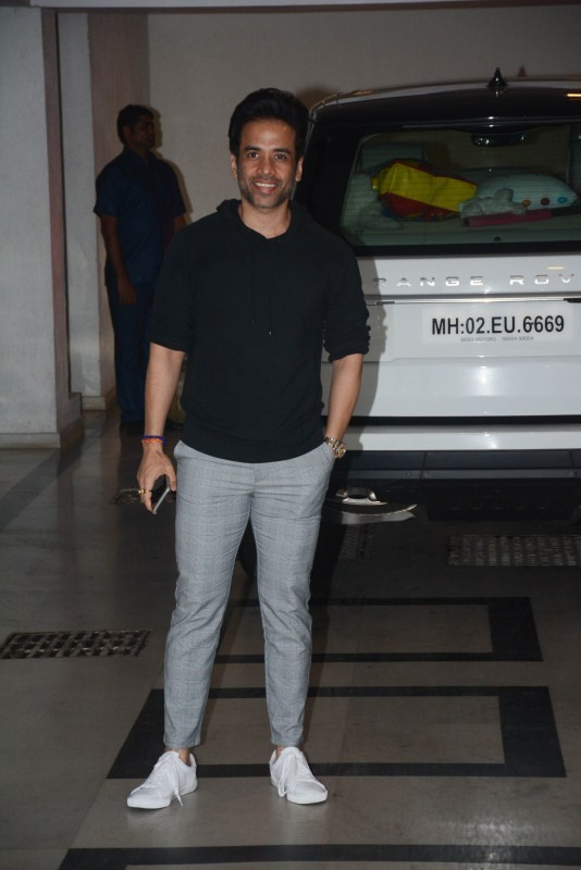 Karan Johar,Valentine's Day,Karan Johar Singles party,karan johar valentine's day party,ekta kapoor,Sonakshi Sinha,athiya shetty,Sussanne Khan,Love disappoints,Karan Johar's quirky Valentine's Day party,manish malhotra,karan johar part