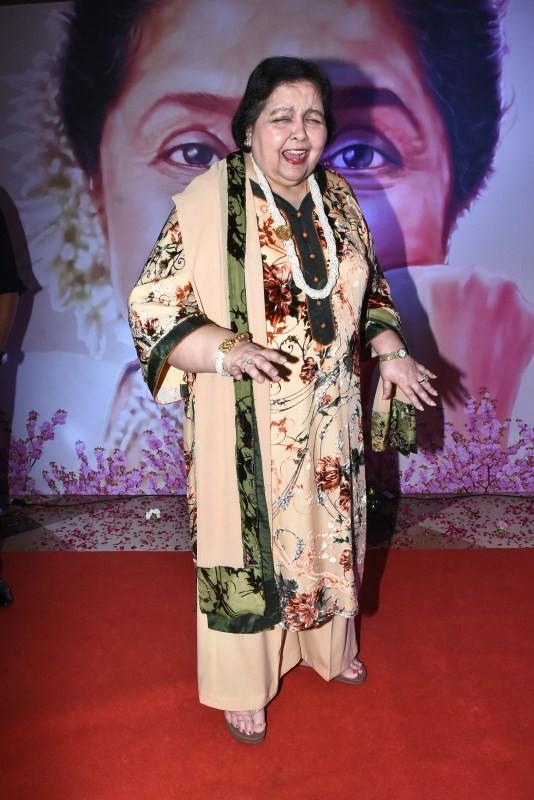 Rekha,Parineeti,Jackie Shroff,Yash Chopra Award,Asha Bhosle,singer Asha Bhosle,Asha Bhosle and Rekha