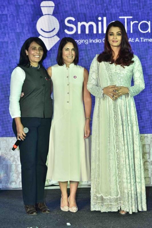 Aishwarya Rai Bachchan,Aishwarya Rai,Aishwarya Rai Bachchan pics,Aishwarya Rai pics,Aishwarya Rai images,Smile Train event,Smile Train event pics,Smile Train event images