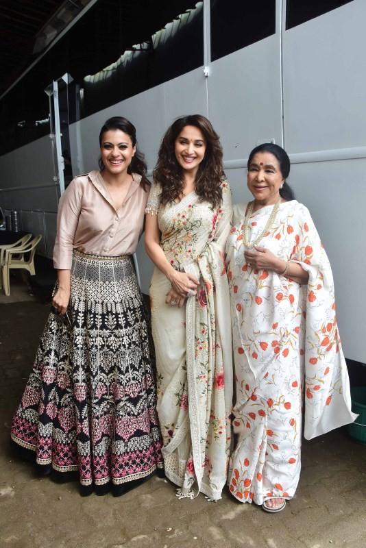 Kajol,Kajol with Madhuri Dixit and Asha Bhosle,Kajol with Madhuri Dixit,Kajol with Asha Bhosle,Madhuri Dixit,Asha Bhosle,Dance Deewane,Helicopter Eela