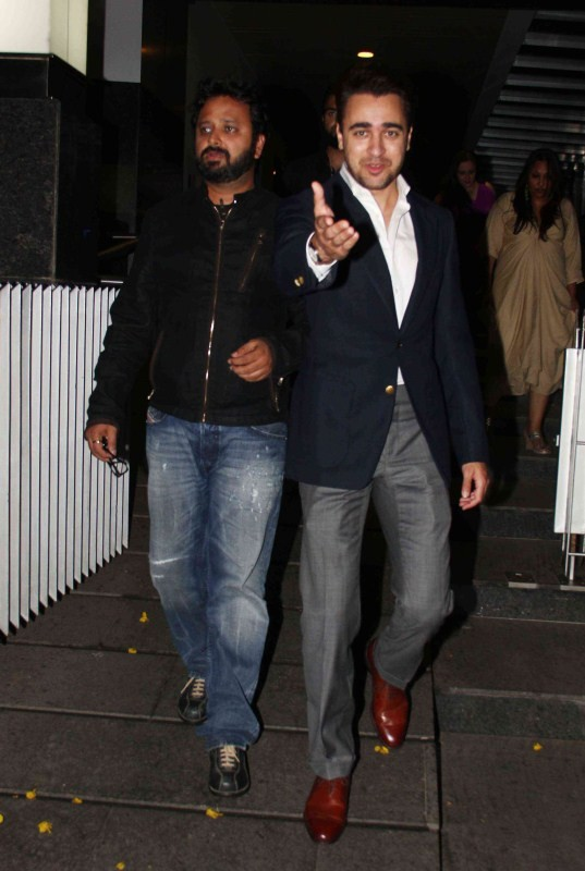 Imran Khan spotted at Hakkason Restaurent Bandra,Imran Khan at Hakkason Restaurent Bandra,Imran Khan at Hakkason Restaurent,Imran Khan,actor Imran Khan,imran khan actor,imran khan photos,Imran Khan pics,Imran Khan images,Imran Khan stills