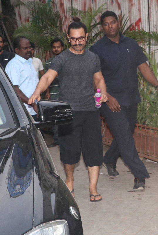 Aamir Khan,actor Aamir Khan,Aamir Khan spotted at Junkyard,Aamir Khan at Junkyard,Aamir Khan spotted Bandra,Aamir Khan in Bandra,Aamir Khan latest pics,Aamir Khan latest images,Aamir Khan latest stills,Aamir Khan latest pictures,Aamir Khan latest photos