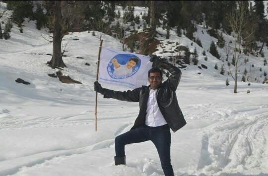 Vijay,Vijay fans,Ilayathalapathy Vijay,Ilayathalapathy Vijay fans,Vijay flag,vijay own flag,ilayathalapathy vijay,vijay stills,vijay fans club,Himalaya,Vijay fans Host his flag at Himalaya