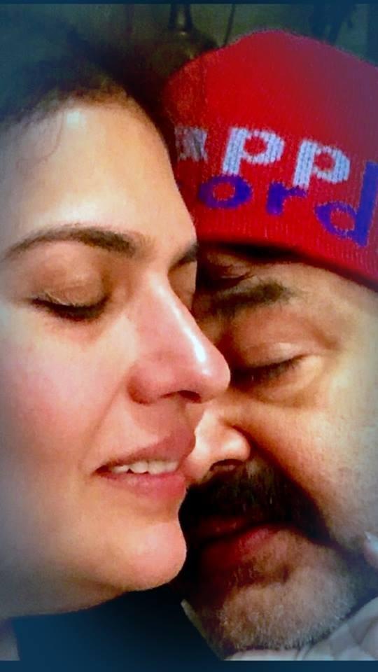 Mohanlal,mohanlal wedding anniversary,mohanlal suchitra,mohanlal suchitra wedding anniversary,mohanlal 28th wedding anniversary,mohanlal family photos,mohanlal with family,mohanlal in china,mohanlal in vietnam