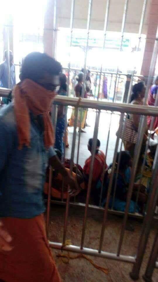 Ilayathalapathy Vijay,Vijay,Vijay visits Palani Murugan temple,Vijay visits Palani Murugan,Palani Murugan,Palani Murugan temple,Vijay latest pics,Vijay latest images,Vijay latest photos,Vijay latest stills,Vijay latest pictures
