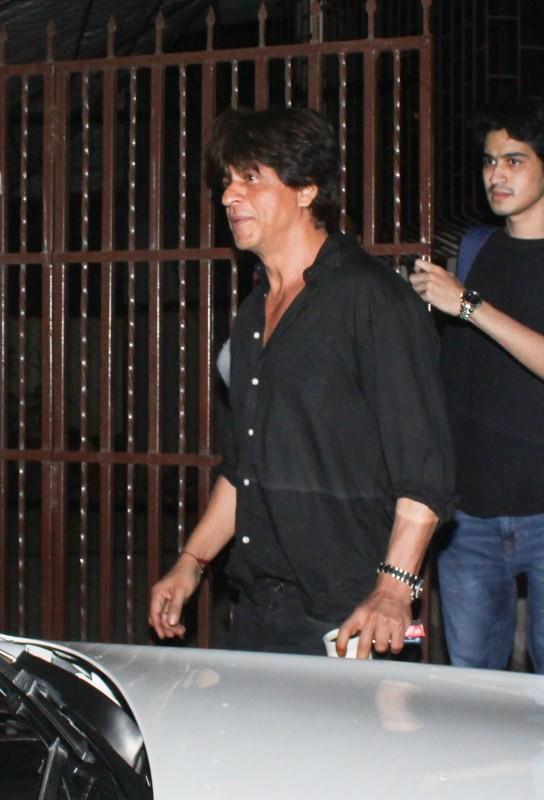 Shah Rukh Khan,Shah Rukh Khan at recording studio,SRK at recording studio,Shah Rukh Khan pics,Shah Rukh Khan images,Shah Rukh Khan stills,Shah Rukh Khan pictures,Shah Rukh Khan phoots