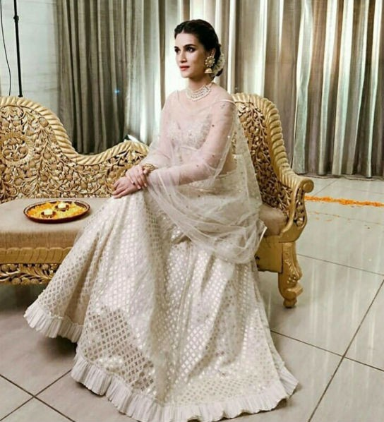 Kriti Sanon,Kriti Sanon traditional outing,Kriti Sanon traditional dress,Kriti Sanon saree,Kriti Sanon hot pics,Kriti Sanon hot images,Diljit Dosanjh,Housefull 4,Panipat