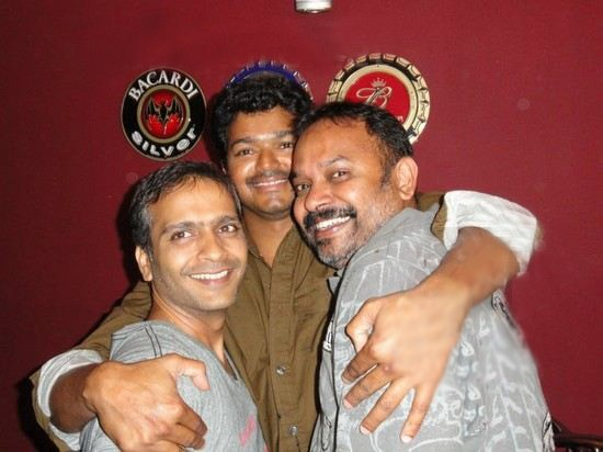 Vijay spotted Drunk,vijay,ilayathalapathy vijay,Premji Amaren Birthday Party,Premji Amaren Birthday celebration,actor vijay drunked,venkat,shiva,vijay drunked,Premgi Amaren