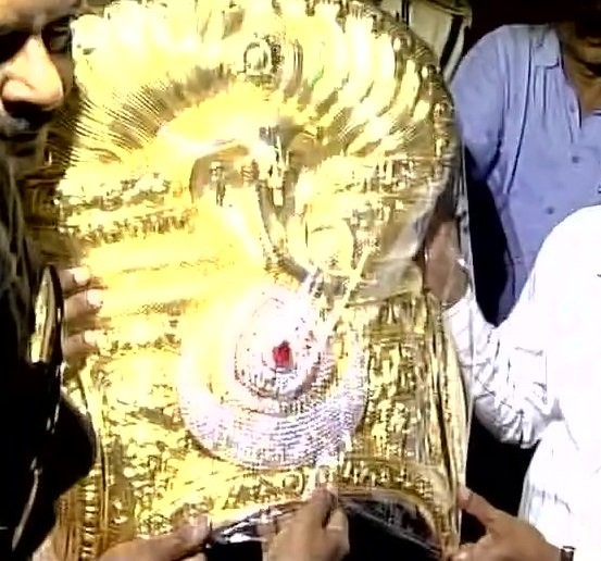 On the orders of the state government the special crown was made by GRT jewellers. The chief minister and his wife offered special prayers at the Bhadrakali temple.