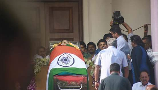 Vijay,Ilayathalapathy Vijay,Vijay pay his last respect,Vijay pay his last respect to Jayalalithaa,Jayalalithaa death,Jayalalithaa death pics,Jayalalithaa death images,Jayalalithaa death photos,Jayalalithaa death stills,Jayalalithaa death pictures