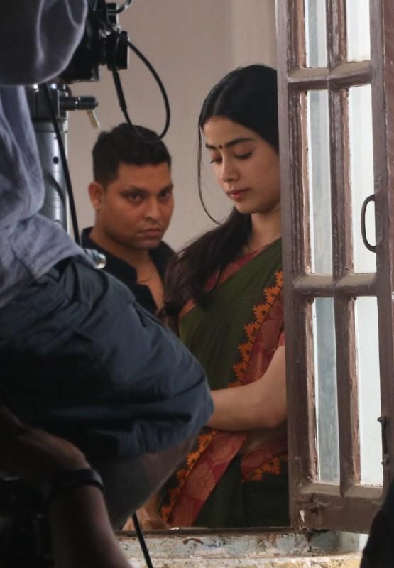 Janhvi Kapoor,Sridevi daughter Janhvi Kapoor,Sridevi daughter,Janhvi Kapoor returns,Dhadak,Janhvi kapoor dhadak,Dhadak on the sets,Janhvi Kapoor pics,Janhvi Kapoor images